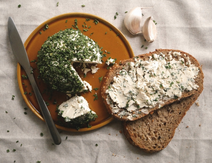vegan garlic & herb cream cheese